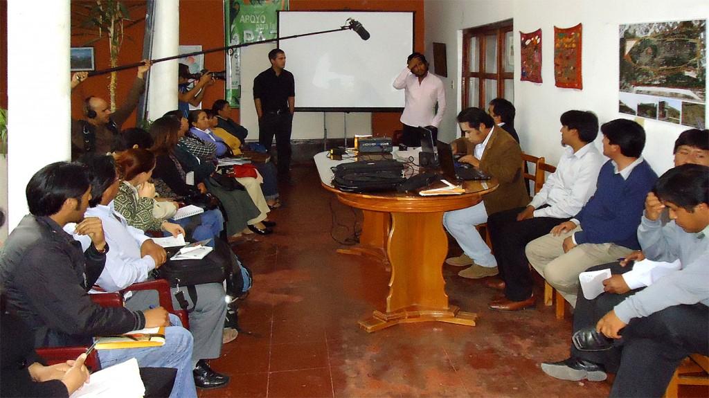 Conversatorio en la oficina de Apoyo para la Paz